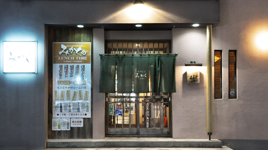 【施設周辺】ホテル周辺は飲食店が豊富で便利な立地です