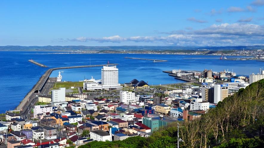 【稚内港】日本最北端の港湾。稚内公園から市街を一望することができます