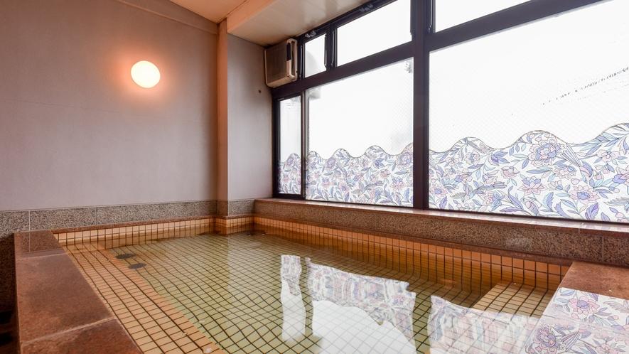 *【大浴場】船の行き交う印通寺港を眺めながら疲れを癒してください♪
