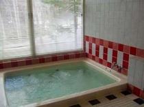 24時間入浴可能貸切風呂。予約なしで空いているときに鍵をかけてご利用ください。