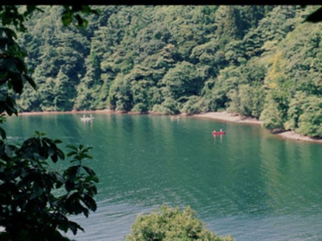 野尻湖まで車で5分。釣りにボート遊びが楽しめます。