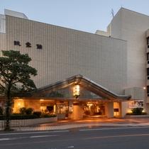 ●ホテル外観(昼)
