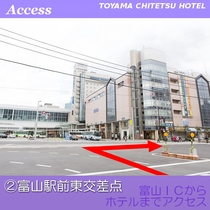 富山駅前東交差点を右折してください。