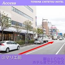 約150m直進した左手に指定駐車場の入口がございます。マリエ・NPC駐車場は指定ではございません。