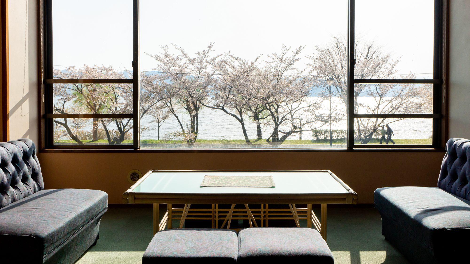 【休み処】諏訪湖を眺めながらごゆっくりと