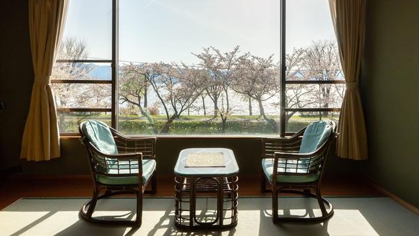 【諏訪湖一望◇湖側】和室12畳◆諏訪湖正面の景色が人気