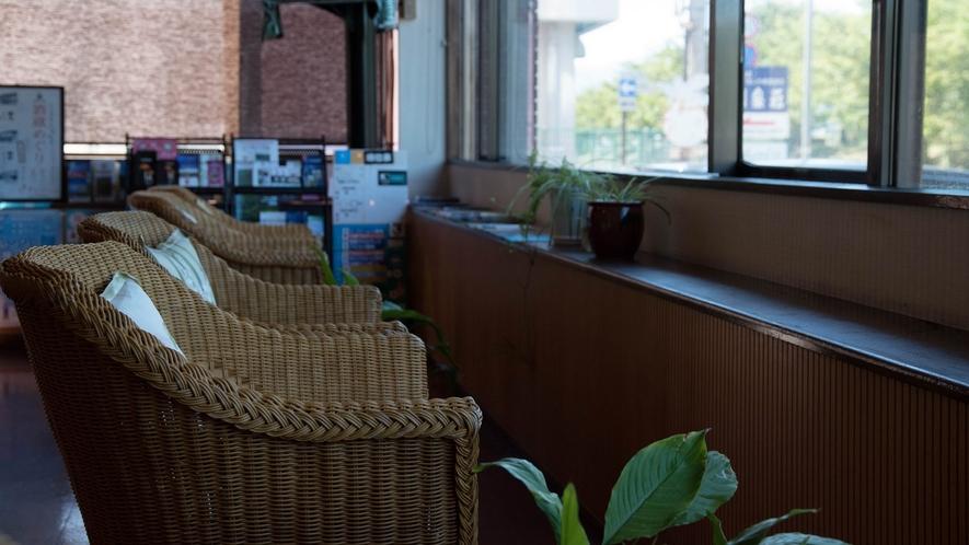 【ラウンジ】諏訪湖を一部ご覧いただけます