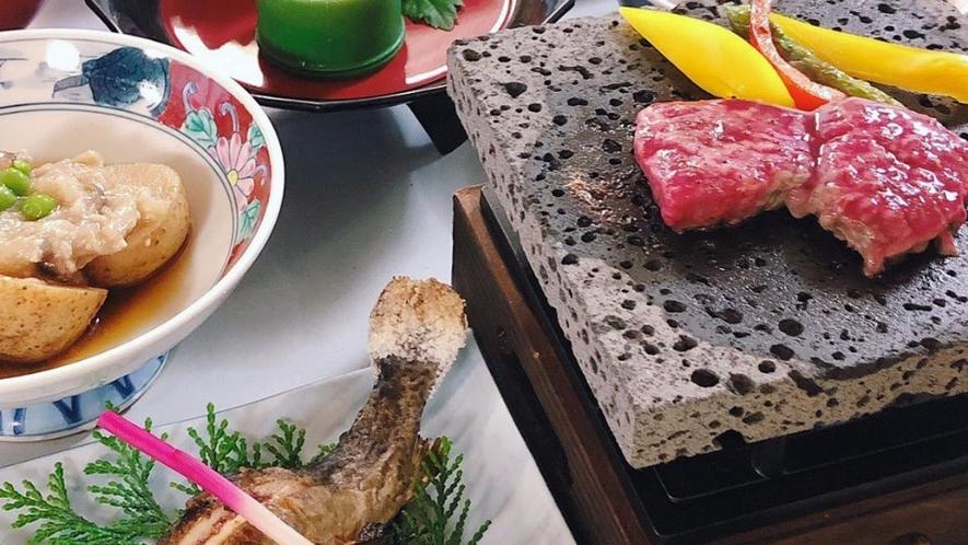 【信州プレミアム牛溶岩焼】特製しょうゆと味噌だれでお召し上がりください。