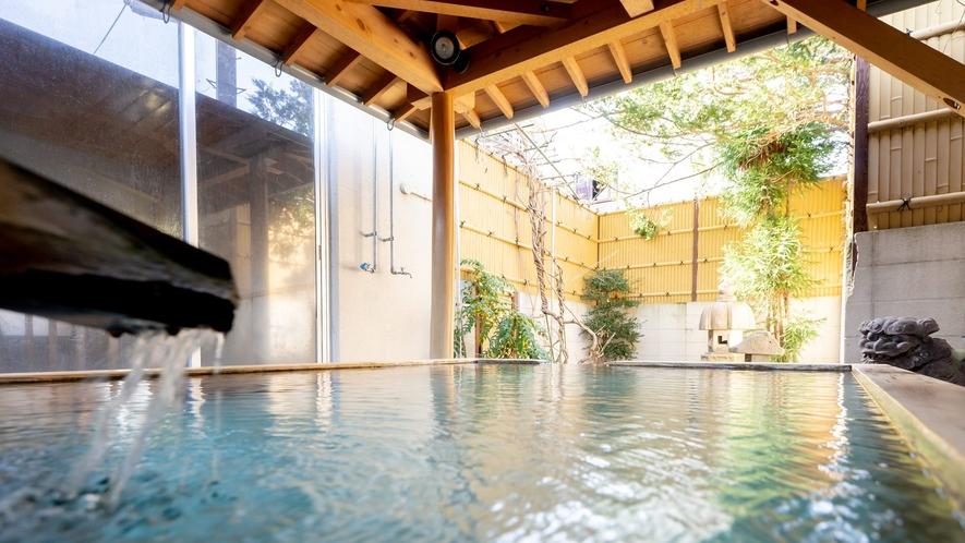 【露天風呂】源泉の露天風呂は疲れた体を癒します。