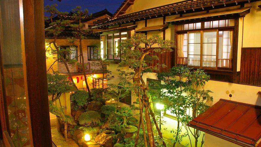 *部屋から眺める庭