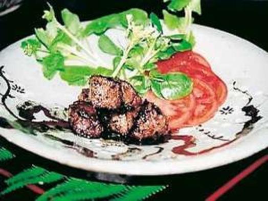 ヘルシーで柔らかい鹿肉のステーキ付き懐石