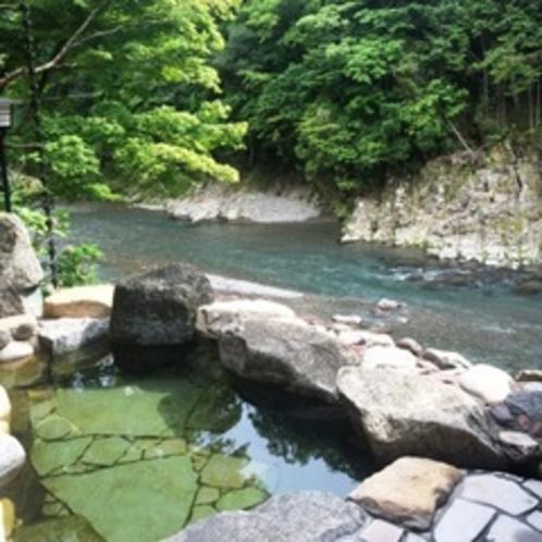 露天風呂で四季の移ろいをお楽しみください♪