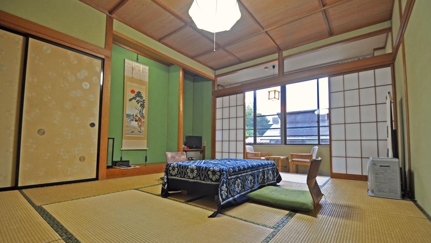 【和室10畳(トイレなし)】落ち着いた畳のお部屋でございます。