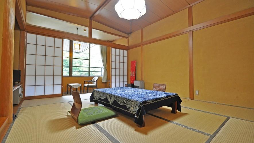 【和室10畳(トイレ付)】眺めのよい渓谷側