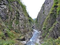 【清津峡】四季で変わる渓谷をご覧いただけます