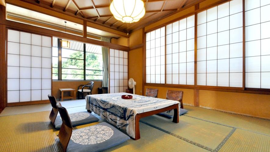 【和室16畳(トイレなし)】畳と木の柔らかな香りに癒されます。