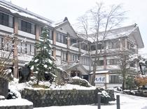 【外観・冬】辺り一面が雪化粧を纏います。