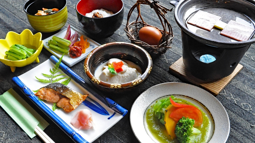 【朝食】地元で採れる食材をお楽しみいただけます。