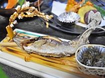 【夕食】季節の焼物(イワナの塩焼き)