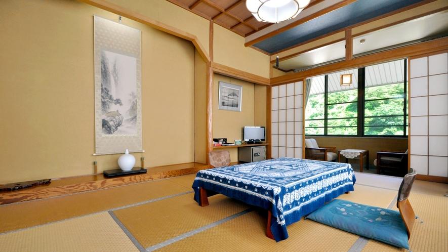 【和室14畳(トイレ付)】広々とした和室では足を伸ばしてお休みいただけます。