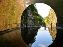 【清津峡渓谷トンネル】18年春にリニューアルした見晴所は、空間そのものが芸術祭の作品となっています。