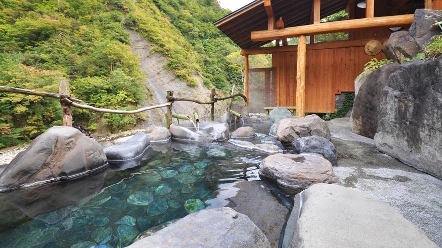 【貸切露天風呂】清津峡の渓流沿いに面した絶景の露天風呂。
