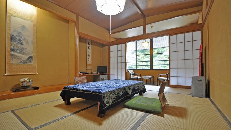 【和室10畳(トイレ付)】客室より清津峡をご覧いただくことができます。