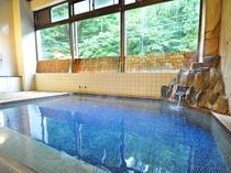【浴場】源泉100%かけ流しの天然温泉と絶景の露天風呂が自慢です。