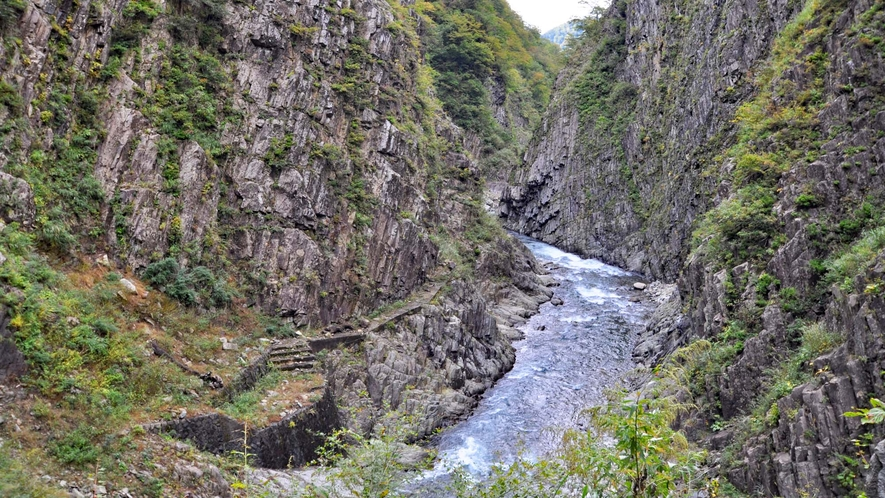 【清津峡】自然が織りなすダイナミックな渓谷です