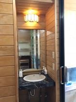 貸切信楽焼陶器風呂の洗面台
