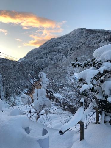 朝焼けの雪景色