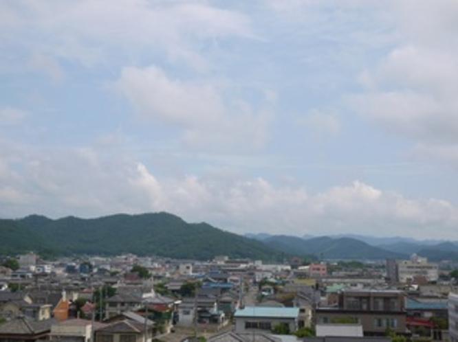ホテルから 足利の山が見えます