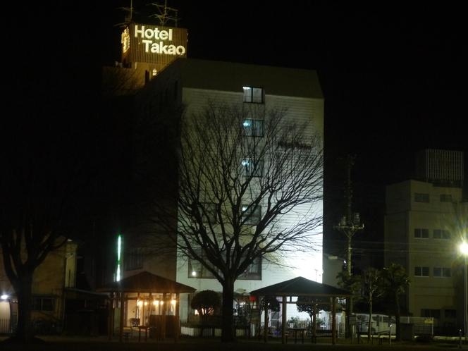 ホテルの全景 冬の夜