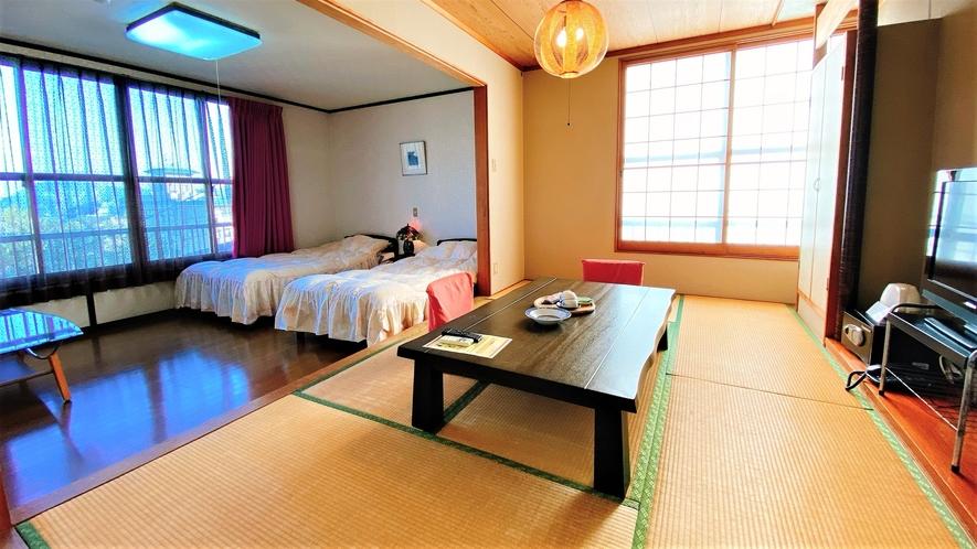 「和洋室」一例。高台に佇む当館の客室からは別府湾のオーシャンビュー。