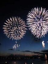 海の記念日の花火