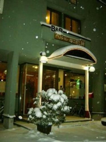 雪の夜の玄関