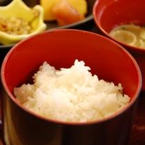 【朝食】 当館の自慢は白米!山鹿の美味しい白ご飯をたくさん召し上がってください/例