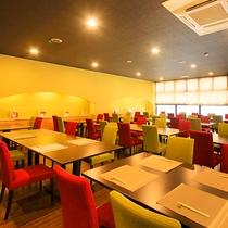 スタイリッシュな雰囲気のレストラン
