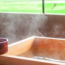 檜の香りが嬉しい客室露天風呂