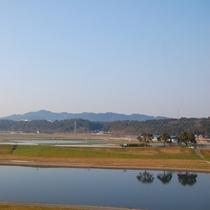 【客室からの眺望】 菊池川は朝のお散歩も気持ちが良さそうです