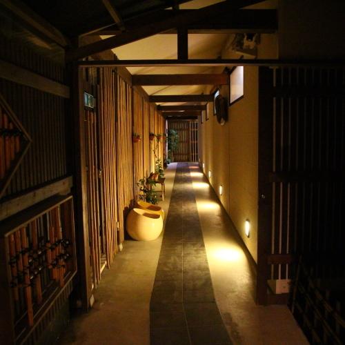 別邸 華海廊より大浴場、本館へと続く廊下