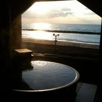 貸切露天風呂 目の前に夕日が沈みます