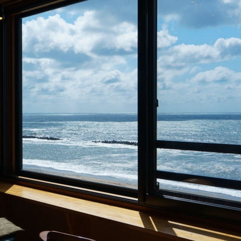 展望風呂付特別室  和室より日本海を望む