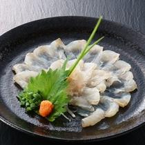 鮮魚は目の前の日本海から直送!