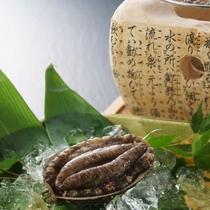 日本海産の活アワビを踊り焼きでお楽しみいただけます。