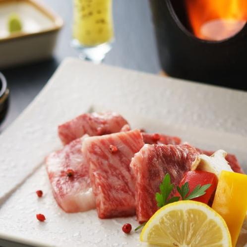 和牛陶板焼きはお隣山北町のブランド塩でさらに甘さを感じてください。
