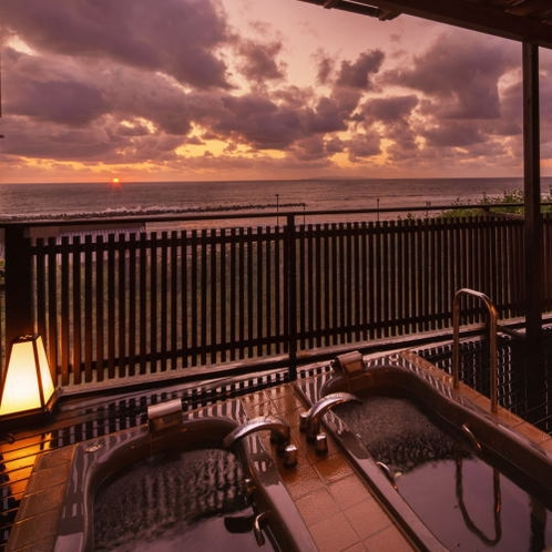 別邸『華海廊』客室専用露天風呂から夕景を眺めて・・。
