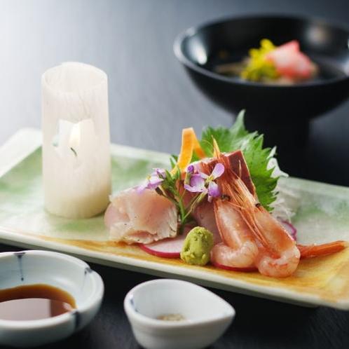 旬の鮮魚のお造り。すべてのプランでご堪能いただけます。