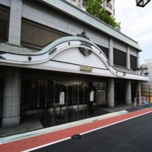 ホテル外観左