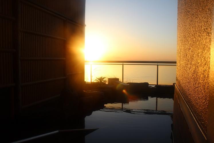 大浴場露天風呂からの夕日
